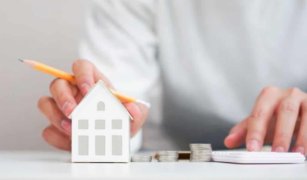 Relevante Steuern im Immobilienbereich werden berechnet.